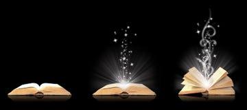 Abra a mágica do livro no preto Fotografia de Stock Royalty Free