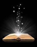 Abra a mágica do livro no preto ilustração stock