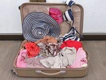 Abra a mala de viagem Fotografia de Stock Royalty Free