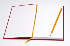 Abra o caderno com lápis fotografia de stock royalty free