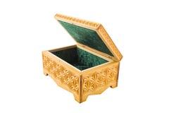Abra o caixão de madeira cinzelado vazio, isolado Fotos de Stock Royalty Free