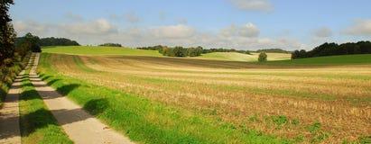 Abra o campo e a estrada secundária Imagens de Stock Royalty Free