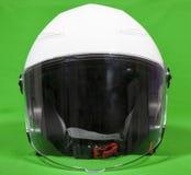 Abra o capacete branco da motocicleta da cara com o protetor de cara unido, vista dianteira, um fundo verde Fotos de Stock Royalty Free