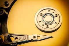 Abra o disco rígido do computador no fundo branco Fotos de Stock