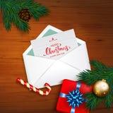 Abra o envelope com Feliz Natal do cartão e ano novo feliz com Imagem de Stock