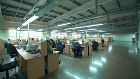 Abra o escritório para negócios com membros do pessoal ocupados imagens de vídeo 4K Fotografia de Stock Royalty Free