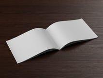 Abra o folheto em uma tabela de madeira Fotografia de Stock Royalty Free