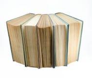 Abra o grupo dos livros velhos isolado no fundo branco Conceito do conhecimento e da educação Front View Foto de Stock Royalty Free