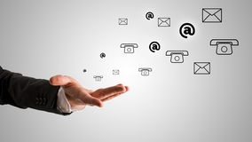 Abra o homem de negócios Hand com em, o telefone e os símbolos do correio Fotos de Stock