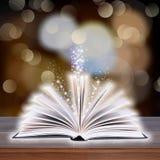 Abra o livro com luz do bokeh nas pranchas de madeira Foto de Stock Royalty Free