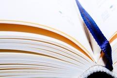 Abra o livro com uma aba visível Imagens de Stock Royalty Free