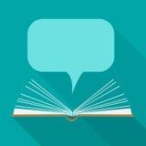 Abra o livro de papel com as nuvens do discurso no estilo liso do projeto Imagem de Stock