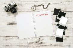Abra o livro do curso, câmera da foto, quadros Fotos de Stock Royalty Free