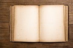 Abra o livro do vintage. foto de stock