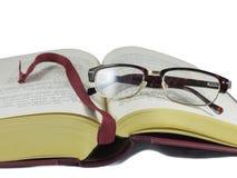 Abra o livro e os monóculos Fotografia de Stock