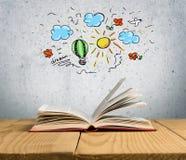 Abra o livro na tabela de madeira velha Imagem de Stock