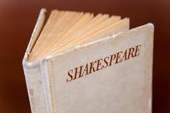 Abra o livro por Shakespeare Fotografia de Stock Royalty Free
