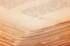 Abra o livro velho. Imagens de Stock
