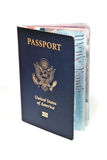 Abra o passaporte americano no fundo branco Foto de Stock Royalty Free