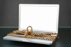 Abra o portátil com corrente e trave-o Fotografia de Stock Royalty Free