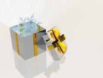 Abra o presente de prata com floco de neve Imagens de Stock Royalty Free