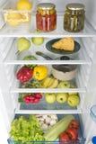 Abra o refrigerador completamente de frutas e legumes frescas Imagens de Stock