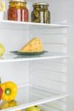 Abra o refrigerador completamente de frutas e legumes frescas Imagem de Stock Royalty Free