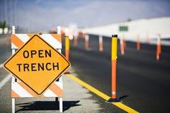 Abra o sinal de Trench Fotografia de Stock Royalty Free