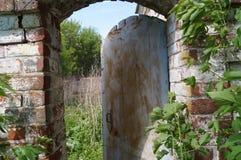 Abra o wicket em uma casa abandonada Fotos de Stock Royalty Free