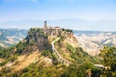 Abra a opinião Civita di Bagnoreggio, Itália Imagens de Stock