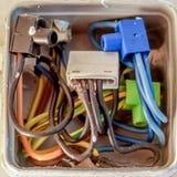 Abra a placa de distribuição prendida não profissionaa para a eletricidade fotografia de stock