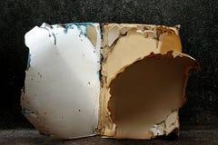 Abra a placa do livro no muro de cimento velho, fundo do vintage, livro do vintage, fotografia de stock