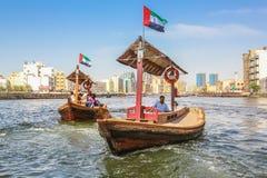 Abra setzt Dubai über lizenzfreie stockbilder