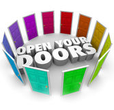 Abra sus trayectorias de las opciones de la posibilidad de la oportunidad de las puertas nuevas Foto de archivo libre de regalías