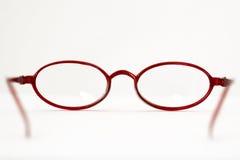 Abra vidros de leitura vermelhos imagens de stock royalty free