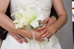 Abrace a la novia Foto de archivo libre de regalías