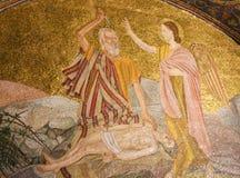 Abraham e o emperramento de Isaac - mosaico no Jerusalém fotos de stock