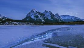 Abraham Lake no inverno fotos de stock royalty free