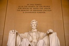 Abraham Lincoln Memorial met inschrijving stock foto's