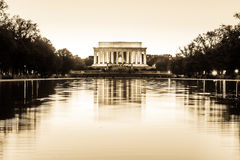 Abraham Lincoln Memorial National Mall Night-Zonsondergangzwarte en Wh stock fotografie
