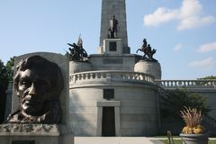 Abraham Lincoln minnes- gravvalv Springfield Illinois royaltyfria bilder
