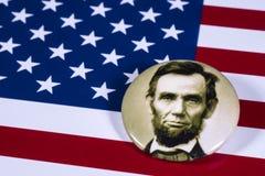 Abraham Lincoln och USA flaggan Arkivbilder