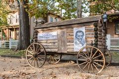 Abraham Lincoln Presidential Campaign Log Cabin vagn Arkivbilder