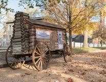 Abraham Lincoln Presidential Campaign Log Cabin-Wagen stock foto's