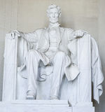 Abraham Lincoln sammanträde i en stol på Lincoln Memorial Washington - WASHINGTON DC - COLUMBIA - APRIL 7, 2017 Royaltyfri Bild