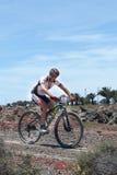 Abraham Roman N191 en la acción en el maratón de la bici de montaña de la aventura Foto de archivo libre de regalías