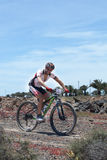 Abraham Roman N191 na ação na maratona do Mountain bike da aventura Foto de Stock Royalty Free