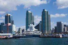 Abramovich yacht i San Diego Arkivfoto