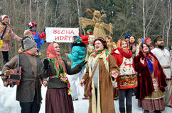 Abramtsevo,莫斯科地区,俄罗斯, 3月, 13日 2016年 参与为庆祝Bakshevskaya Shrovetide的人们 免版税图库摄影