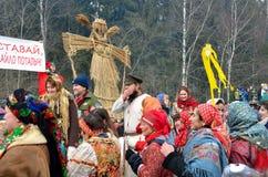 Abramtsevo Ryssland, mars, 13 2016 Folkdeltagande i beröm av Bakshevskaya Shrovetide Royaltyfria Bilder